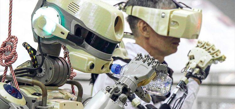 İnsansı robotu taşıyan Rus mekiği uzay istasyonuna bağlandı
