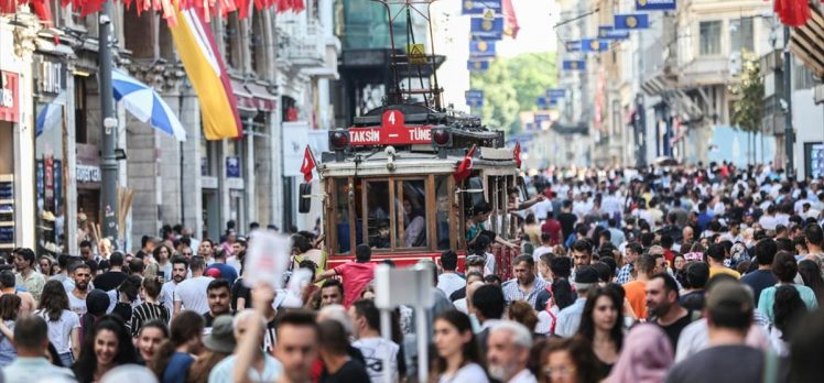 Batılı turistlerin İstanbul'a ilgisi artıyor