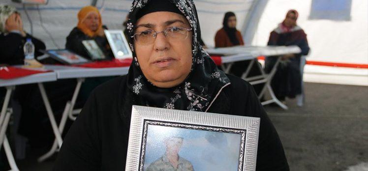 Diyarbakır annelerinden Altıntaş: Ya oğlumu alacağım ya da burada öleceğim