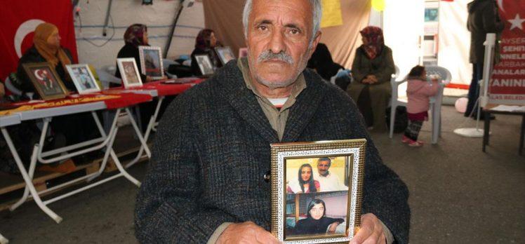Baba Mehmet Laçin: Kızımdan bir haber almadan buradan ayrılmayacağım