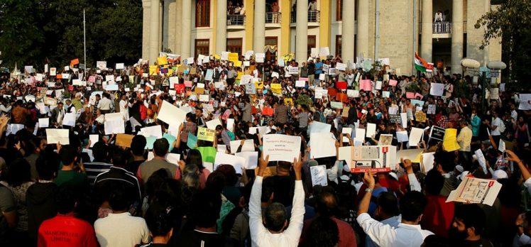 Hindistan'da on binlerce kişinin katılımıyla protestolar sürüyor