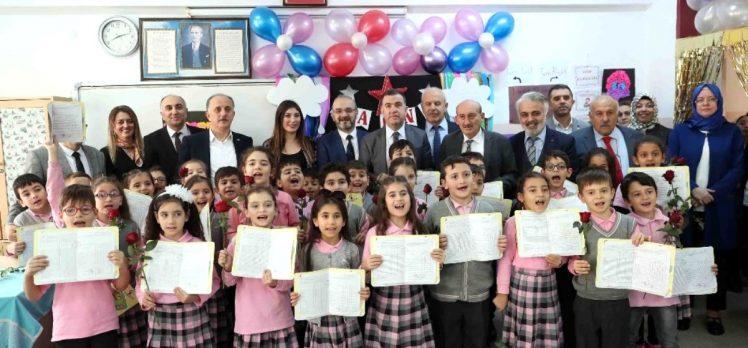Bağcılar Belediye Başkanı Çağırıcı, öğrencilere karnelerini verdi