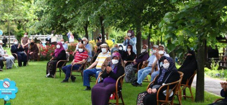 Bağcılar'da 65 yaş ve üstü vatandaşlar için konser verildi