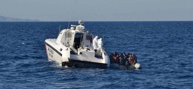 Çanakkale'de Yunan sahil güvenliğinin Türk kara sularına ittiği sığınmacılar kurtarıldı