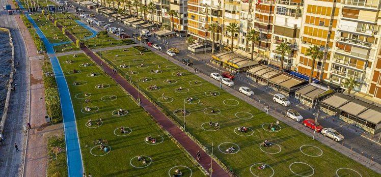 İzmir'de yeşil alanlarda 'çemberli sosyal mesafe' dönemi