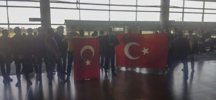 Kovid-19 salgını nedeniyle Kolombiya ve Peru'da kalan 84 Türk vatan yolunda