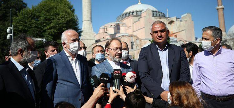 Kültür ve Turizm Bakanı Ersoy ile Diyanet İşleri Başkanı Erbaş Ayasofya Camisi'nde incelemelerde bulundu