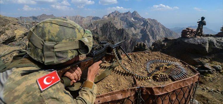 MSB: Irak'ın kuzeyindeki barınma alanlarından kaçan 4 PKK'lı terörist teslim oldu