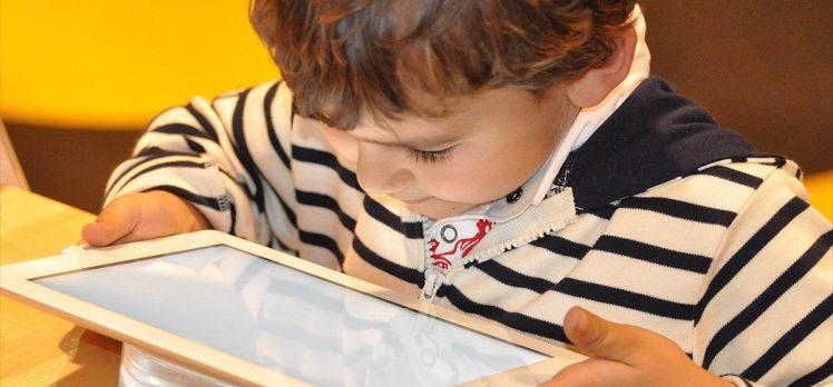 'Teknolojiyi kontrolsüz kullanan çocuklar obez oluyor' uyarısı
