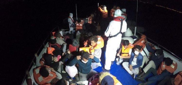 İzmir'de Türk kara sularına geri itilen 40 sığınmacı kurtarıldı
