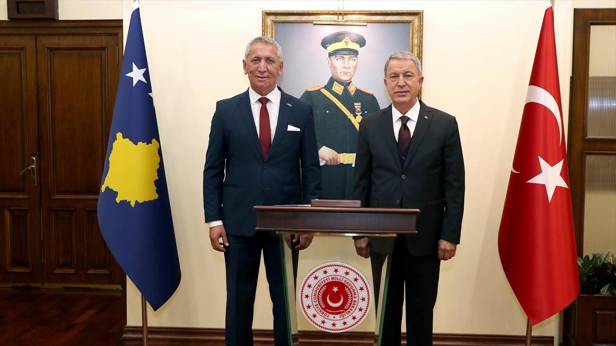 Milli Savunma Bakanı Akar ile Kosovalı mevkidaşı Quni bir araya geldi