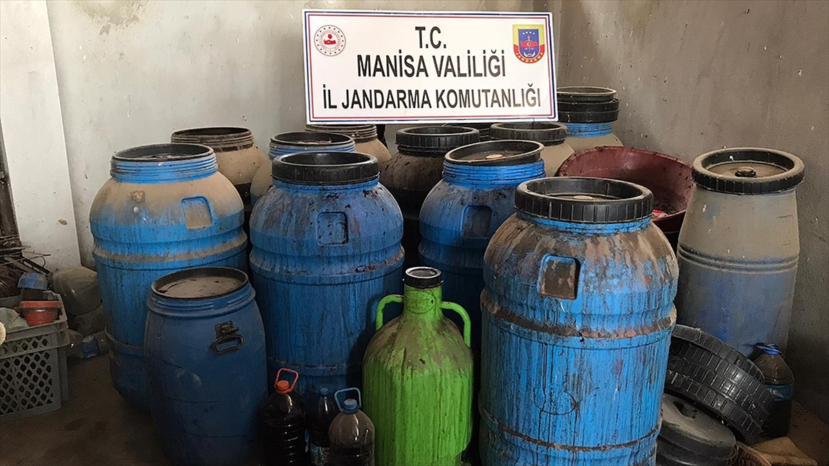 Manisa'da yaklaşık 20 ton kaçak şarap ele geçirildi