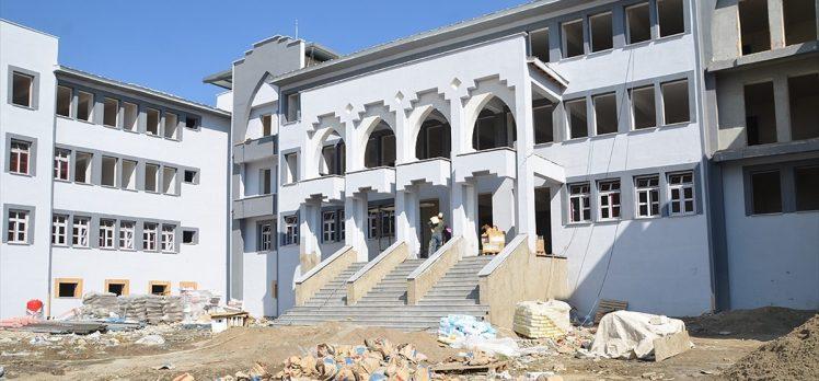 Hakkari'de teröristlerin eğitim yuvalarında bıraktığı izler siliniyor
