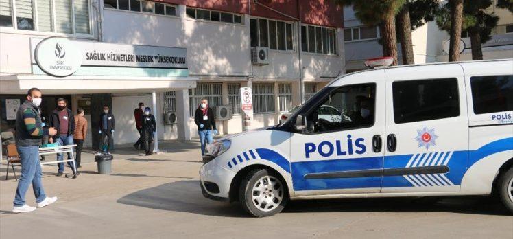 Emniyet ekipleri KPSS'ye geç kalanların imdadına yetişti