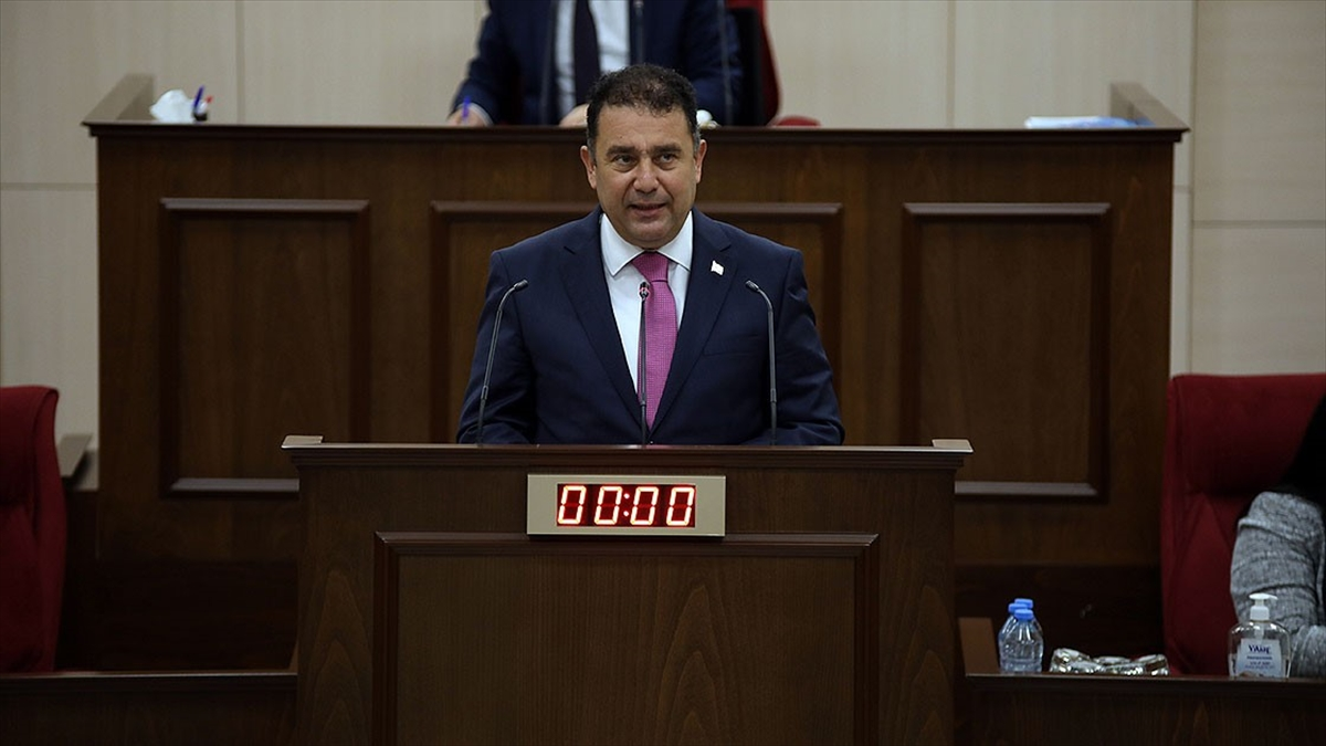 KKTC Başbakanı Saner yeni hükümetin programını Meclis'te okudu