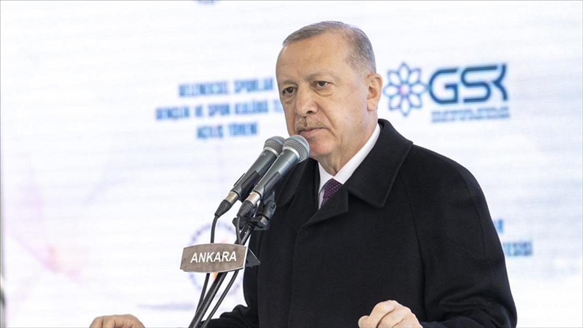 Cumhurbaşkanı Erdoğan: Kendini bilen, tarihini bilen gençler yetiştirmeden geleceğimize güvenle bakamayız