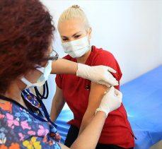 Sağlık Bakanı Koca: Birinci doz aşısını olan sağlık çalışanı sayısı 100 bini geçti