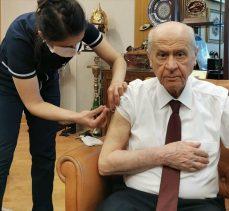 MHP Genel Başkanı Bahçeli Kovid-19 aşısı yaptırdı: Tüm halkımızı aşı olmaya davet ediyorum