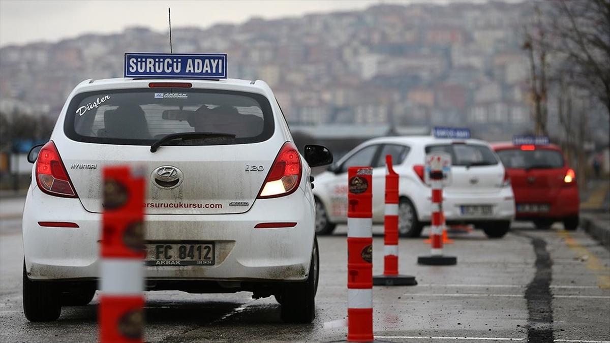 MEB'den sürücü ve çeşitli kursların hafta sonu yapılacak sınavlarına ilişkin düzenleme