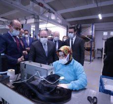 Bakan Varank 'Türkiye'nin tek yerli ve milli emniyet kemeri üreticisi'ni ziyaret etti