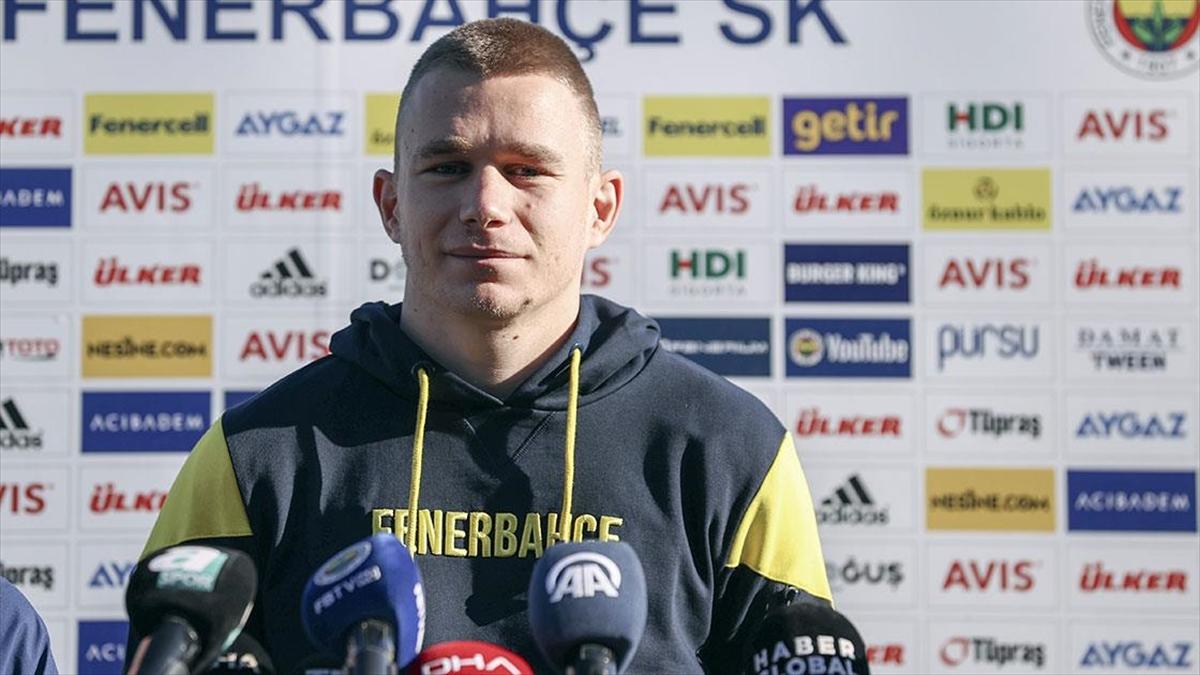 Fenerbahçeli futbolcu Szalai, Galatasaray derbisinde oynamak için sabırsızlanıyor