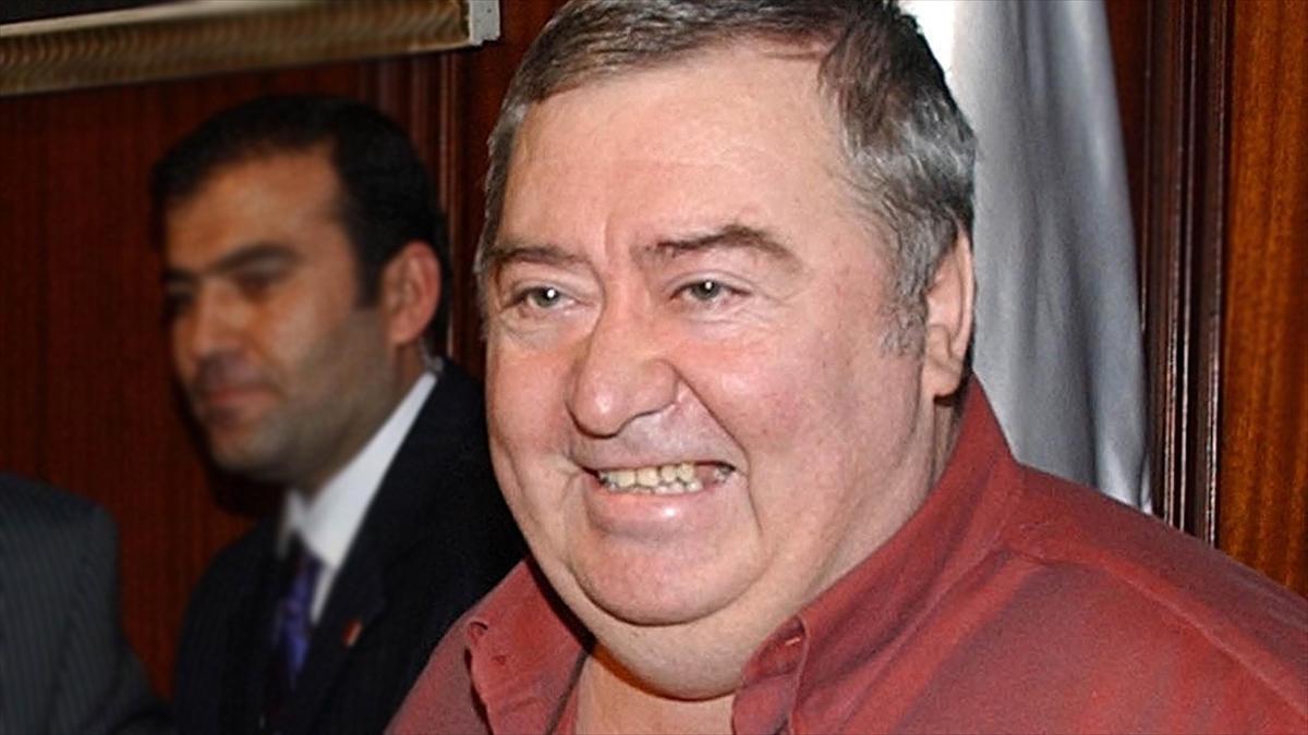 Komiser Enright'ın sesi, oyuncu Osman Gidişoğlu
