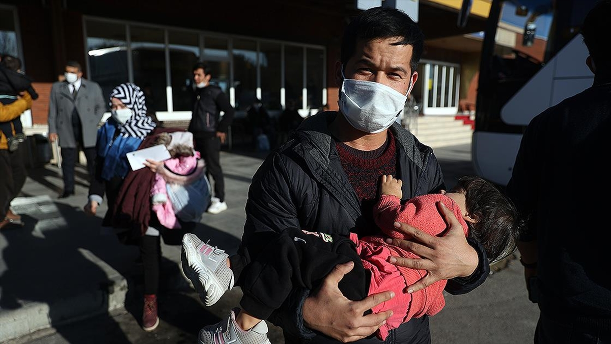 Yunanistan'ın zorla bota bindirip Türkiye'ye geri ittiği Afganlar Türkiye'ye minnettar