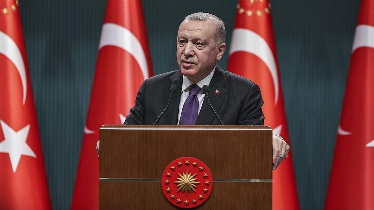 Cumhurbaşkanı Erdoğan: İnsanlığın umudu olan tüm kadınlarımızın 8 Mart Dünya Kadınlar Günü'nü tebrik ediyorum