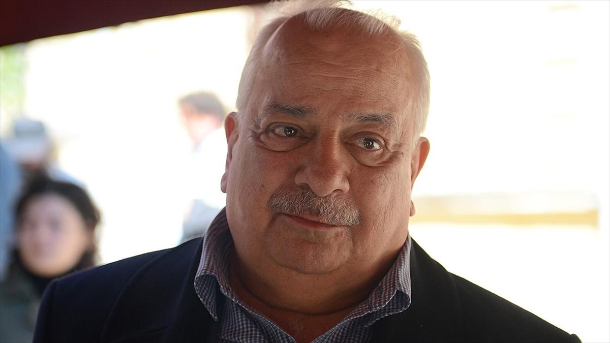 Sinemanın ve tiyatronun duayen oyuncularından Zeki Alasya, vefat yıl dönümünde anılıyor