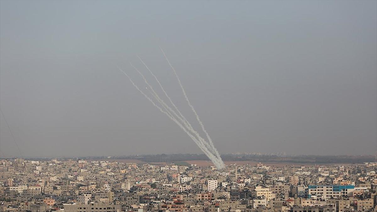 Gazze Şeridi'nden İsrail'in birçok bölgesine roket atıldı