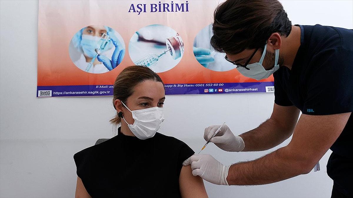 Dünya genelinde 1 milyar 370 milyondan fazla doz Kovid-19 aşısı yapıldı