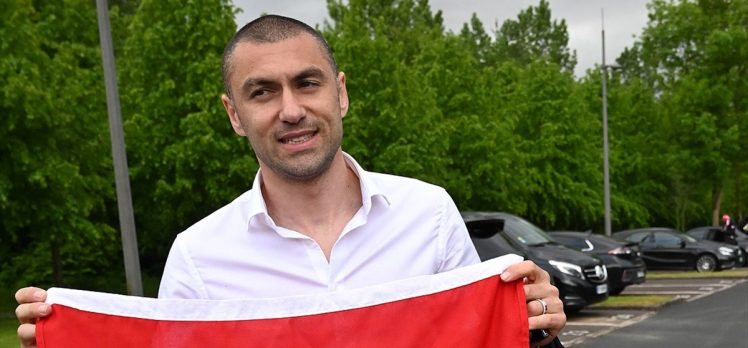 Milli futbolcu Burak Yılmaz: Çok gururluyuz ülkemize çok selamlar yolluyoruz