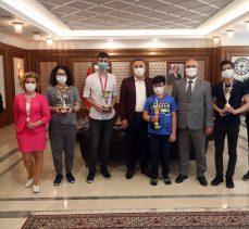 Bağcılar Belediyesi, satranç yarışmasında dereceye girenlere ödül verdi