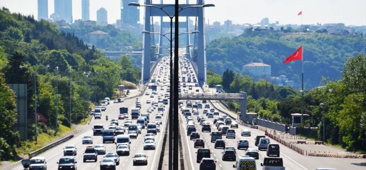 İstanbul'da dün kısıtlamasız ilk cumartesi gününde trafik yoğunluğu oluştu