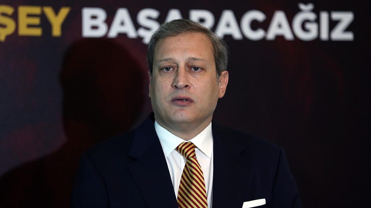 Galatasaray Kulübü Başkanı Burak Elmas, Fatih Terim'in bugün göreve başlayacağını açıkladı