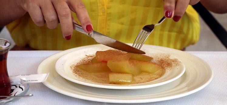 Yazın serinleten meyvesi karpuz, kabuğuyla da ağızları tatlandırıyor