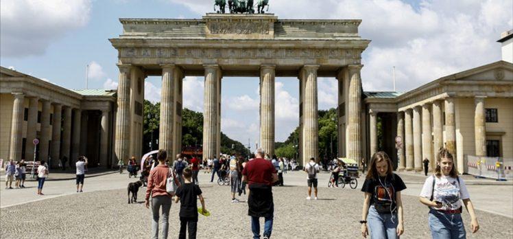 Almanya'da Kovid-19 vaka sayısı artıyor