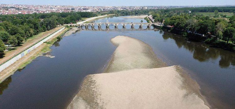 Edirne'de sıcaklar nehirlerin su seviyesini düşürürken tarımsal üretimi de olumsuz etkiliyor