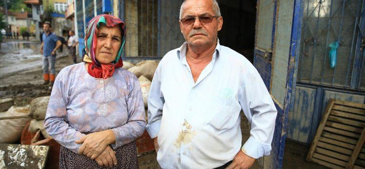 Sel felaketinden kurtulan çift yaşadıkları korku dolu anları unutamıyor
