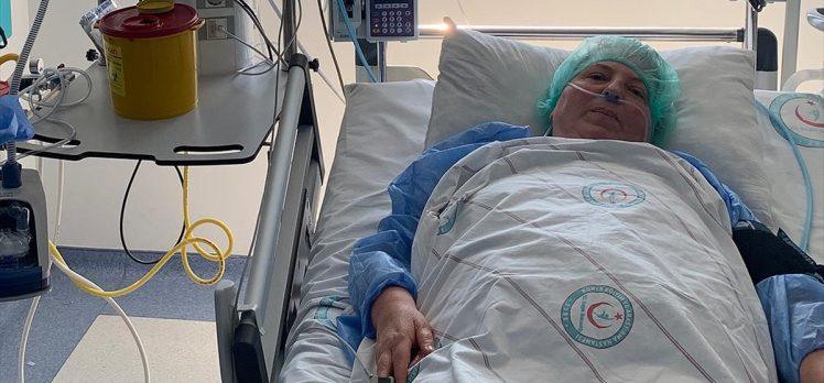 Hemşire oğlunun ısrarına rağmen aşı olmayan Kovid-19 hastası 'aşı çağrısı' yaptı