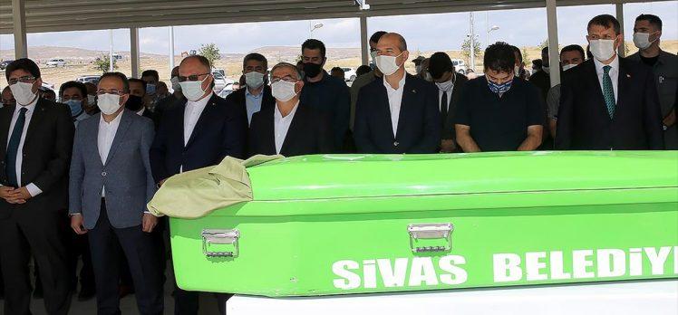 İçişleri Bakanı Süleyman Soylu, Sivas'ta şehit annesinin cenaze törenine katıldı