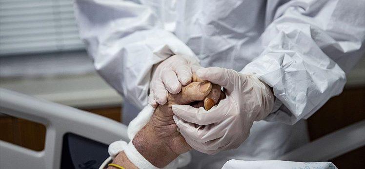 Kovid-19'a yakalananların parmaklarında oluşan lezyonların sebebi ortaya çıktı